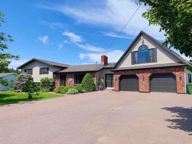 5 Bed, 3.5 Bath Home With Pool on the Tracadie Bay