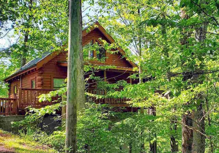 Private cabin in Sevierville with NEW hot tub