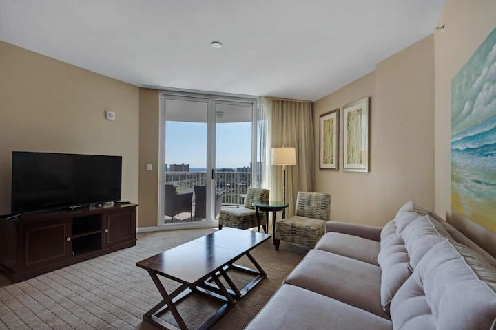 STUNNING Gulf Views From This 9th Floor Unit. Free Wifi And Free Fun Pass