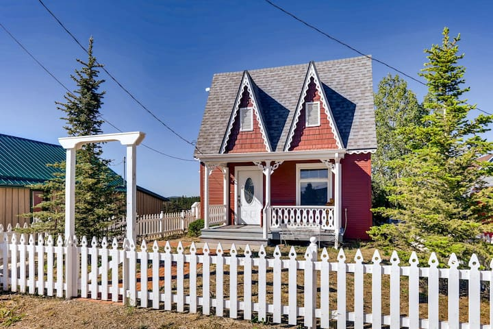 Snowy River Cottage is a darling Victorian home located in Fairplay Colorado