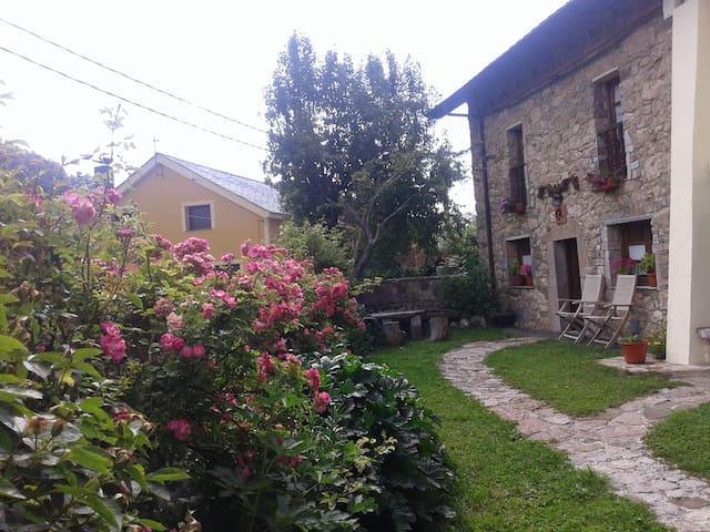 Casa Rural Engracita - Valle de Lago en  el Parque Natural de Somiedo - Дом