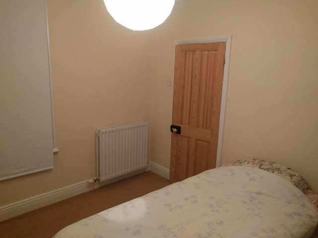 Single bedroom in quiet part of Southampton