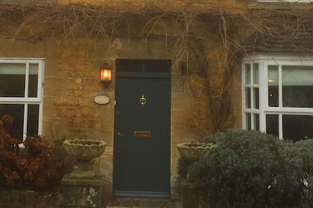 Wisteria Cottage, delightful Cotswold Cottage - Bourton-on-the-Water - Haus