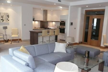 Luxury 5-Star Seaview Apartment