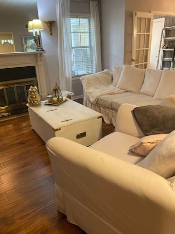 Furnished Apartment - 15 minutes from Airport