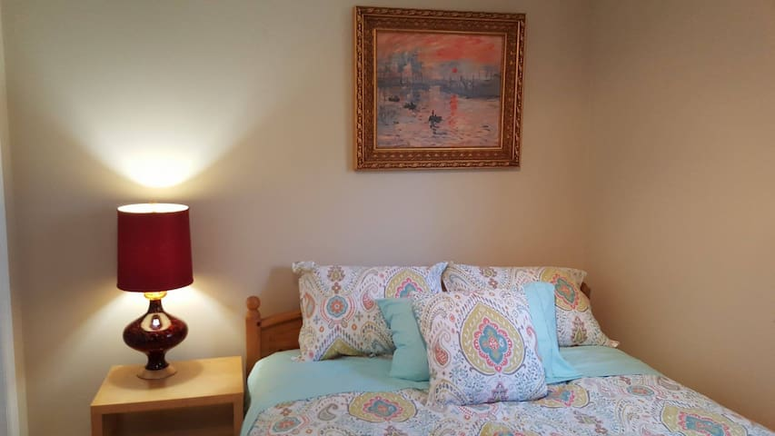 Private in-law suite near Hydrostone Market - Halifax - House