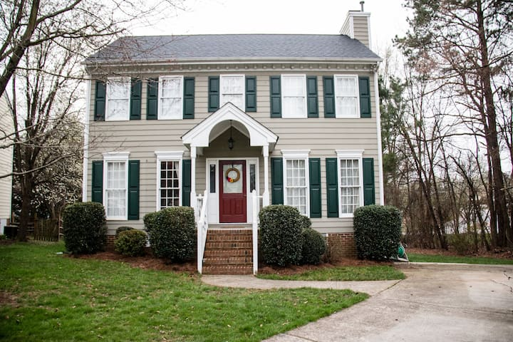 *Spacious home* central to Duke, UNC & RDU Airport