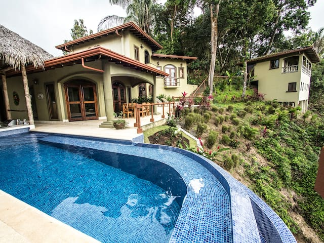 Ultimate Luxury Gated 7 Bedroom Ocean Estate - Playa Hermosa - Casa