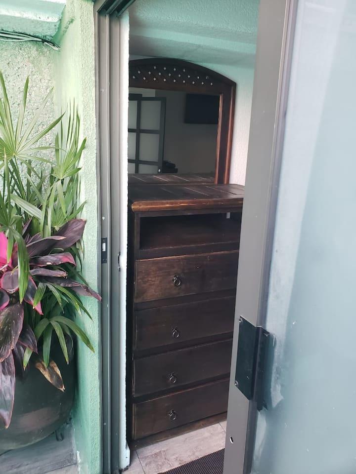 Habitación amueblada con baño y cocina Culhuacán