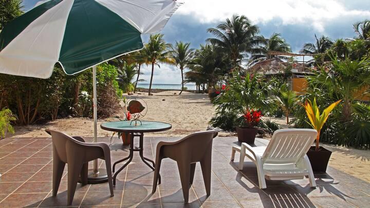 Tita's Villa, Riviera Maya Small Beachfront Home