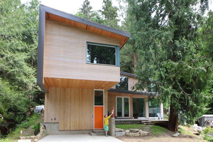 Contemporary Forest Cabin