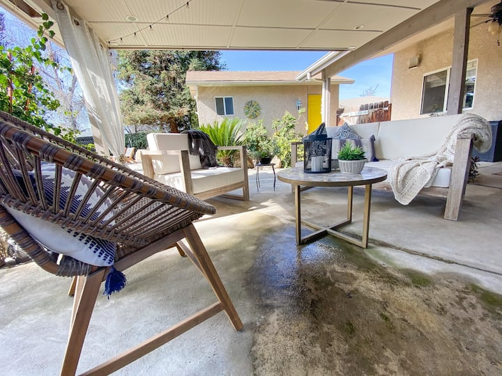 Cozy Poolside Retreat