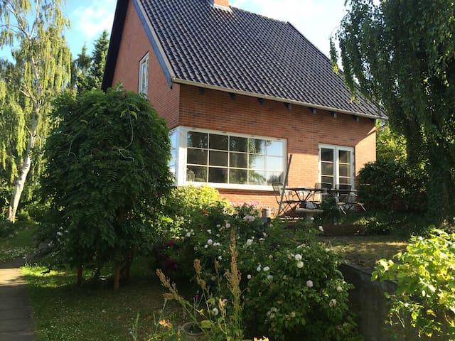Cosy villa near sea, nature & Cph. - Dyssegård