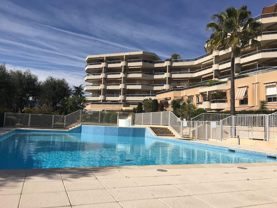 Piscine terrasse vue mer parking appartements louer for Piscine 2 alpes