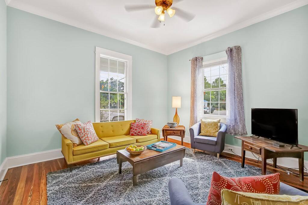 Living room with TV, Netflix, Pandora, etc.