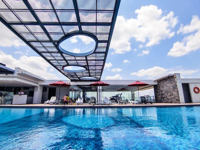 [吉隆坡双子塔] City无边泳池夜景套房