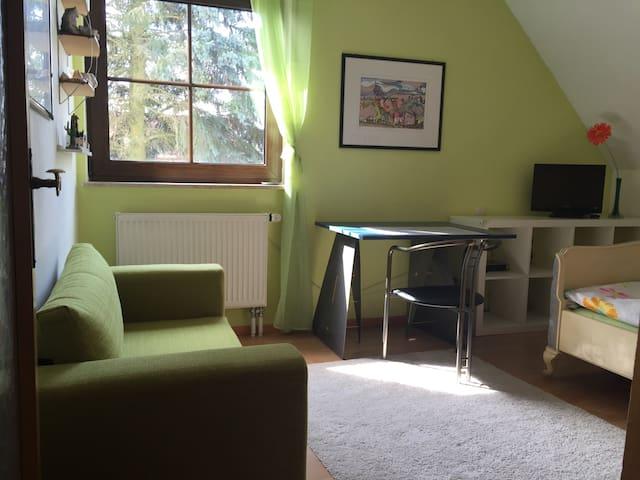 Gemütliches Zimmer - Uttenreuth - บ้าน