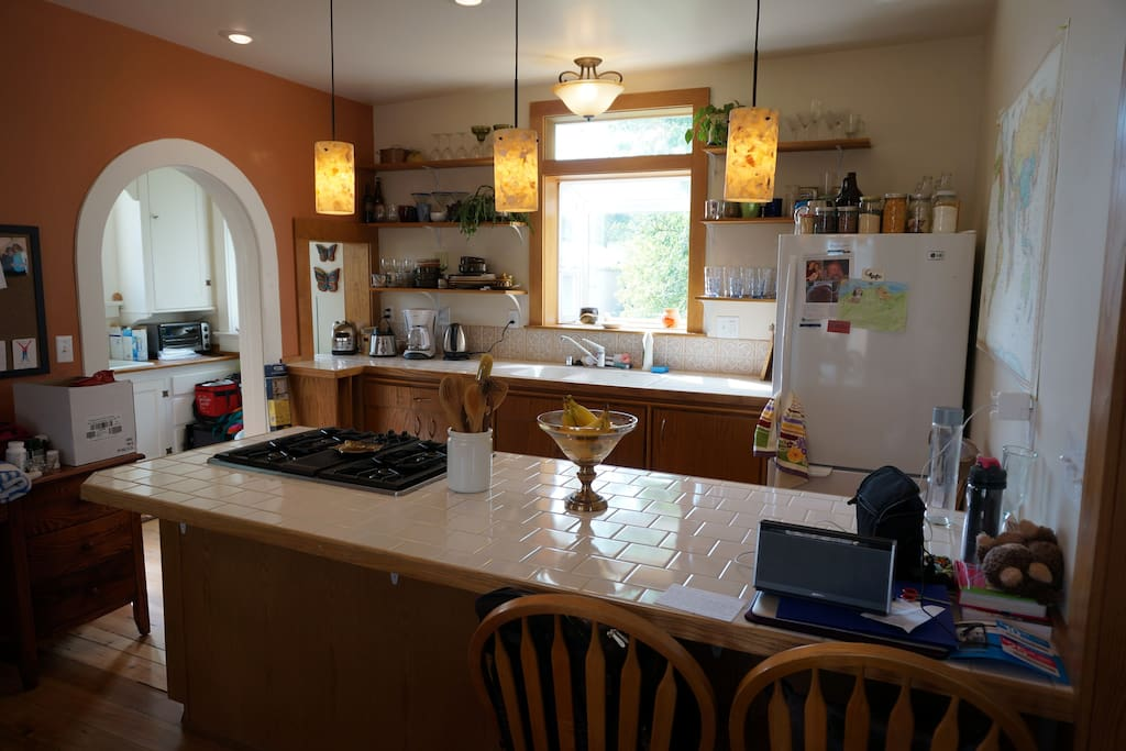 Open kitchen, great to cook and entertain