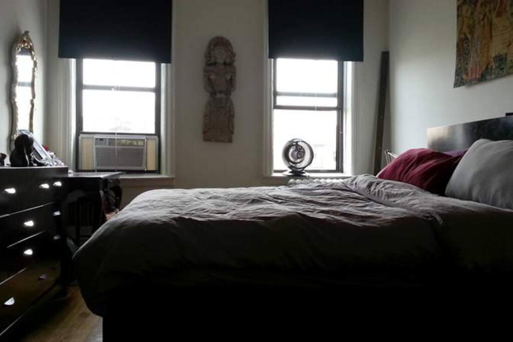 Cali King bed, Flatscreen TV,
