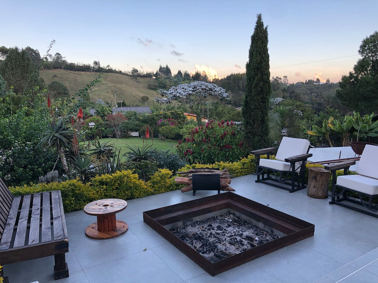 Bon Fire pit and sitting area
