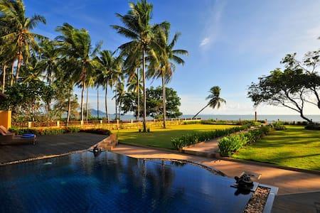 Krabi Sunset Beachfront Villa One - Nuea Khlong