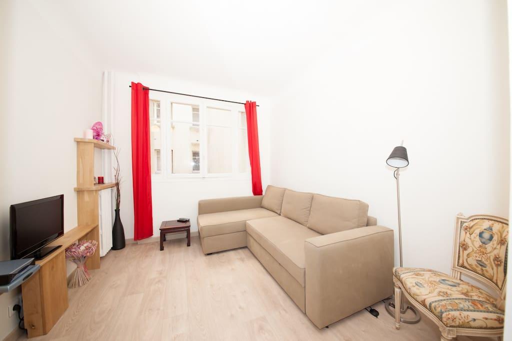 Romantic flat in Montmartre. A gem!