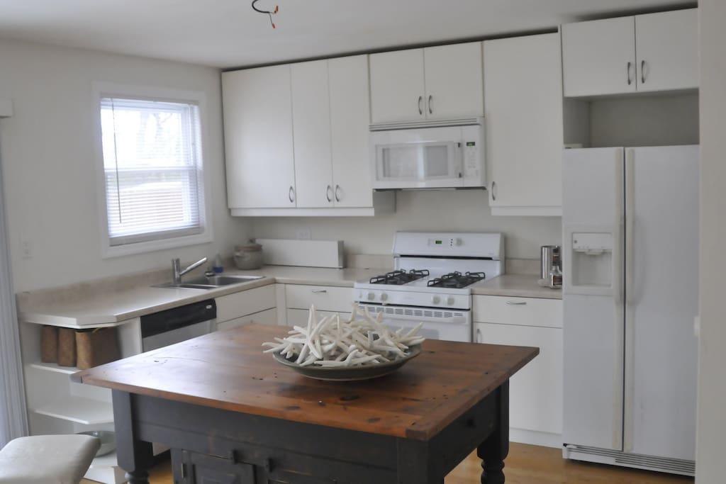 Full spacious kitchen