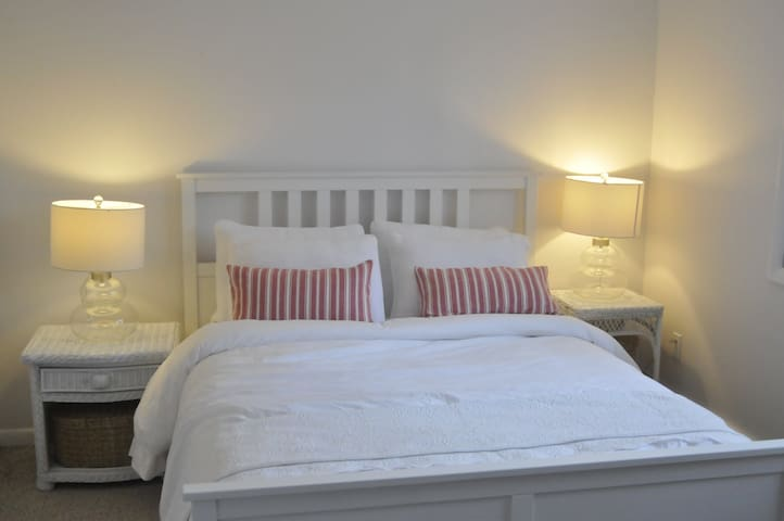 Queen comfy bed with fresh white linen