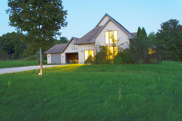 Peaceful, private country home - Elkhart Lake - Hus