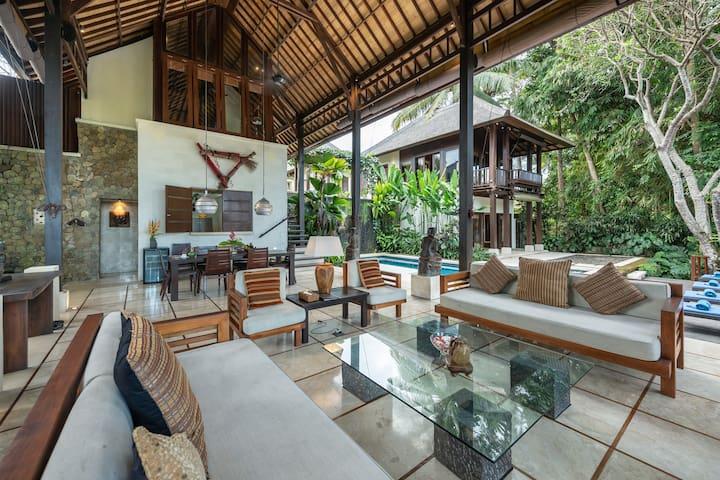 Luxury #3BR Villa Perched on Scenic River Gorge