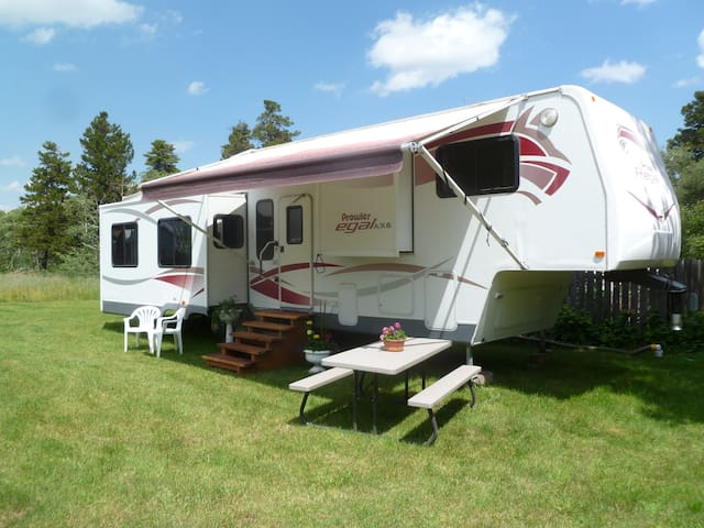 East Glacier RV Rental - East Glacier Park Village - Karavan/RV