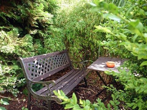 Wohlfühlzimmer in grüner Umgebung