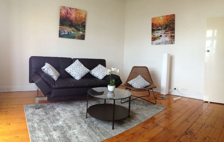 1BR apartment HEART OF NORTHCOTE high street!