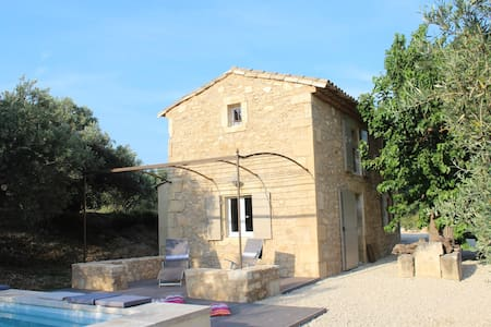 France authentic shed in Provence, heated pool