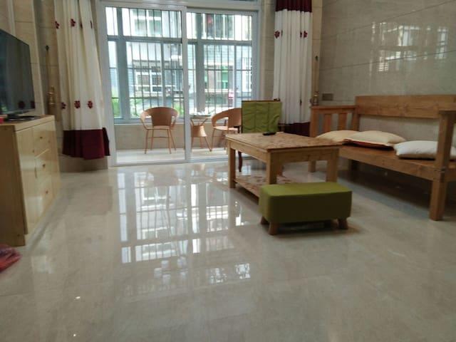 平潭世界城二期两卧两厅一卫,现代简约清新。适合小家庭3-4人旅游住宿,可洗,可煮