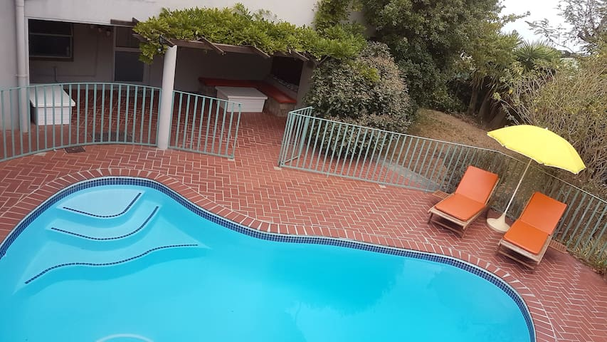 Studio Eleven on Comrie, Camps Bay, Pool/Free WiFi