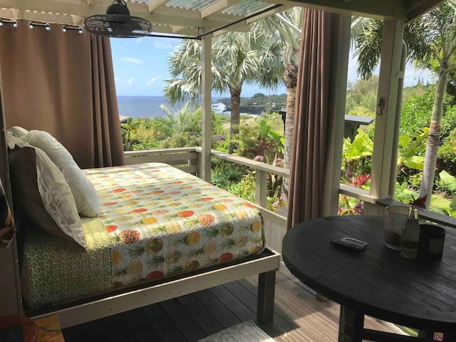 Daybed over looking Kehena Beach. Perfect spot to lounge day or night. Rain or shine.... cocktail not included...
