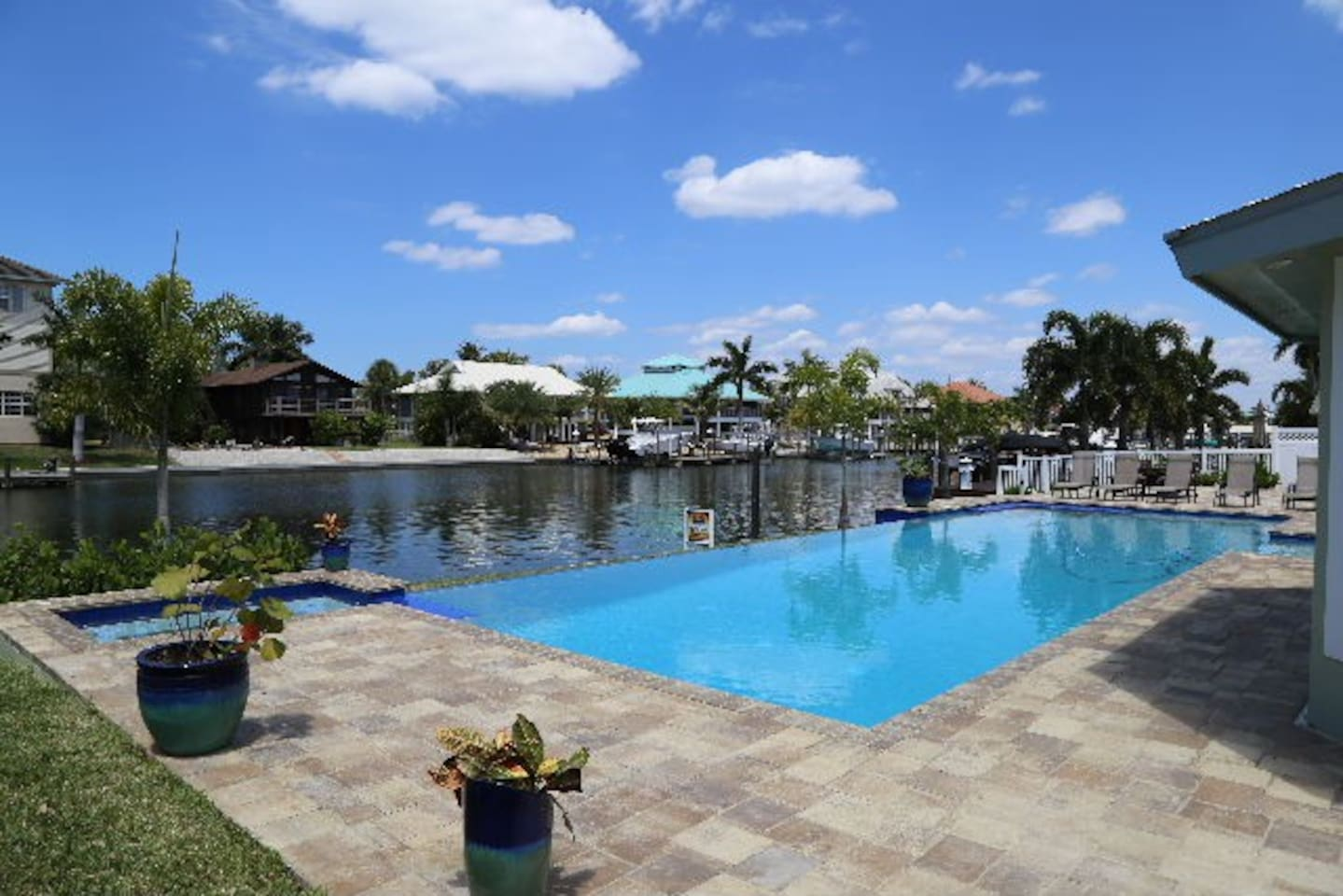 50' Infinity Pool to Canal w/hot tub views the wide and deep canal