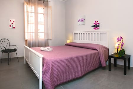 Nice Room in the ♥ of Cagliari  - カリアリ - アパート
