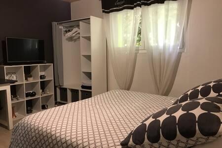 Chambre spacieuse et calme