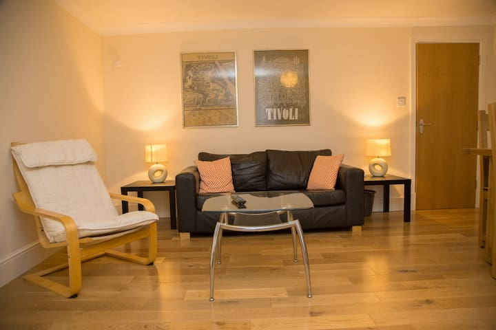 Townhouse Apartment - Manchester Airport Links