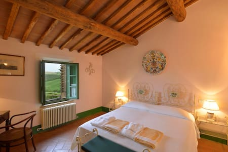 Romantic bedroom in breathtaking countryside - Buonconvento