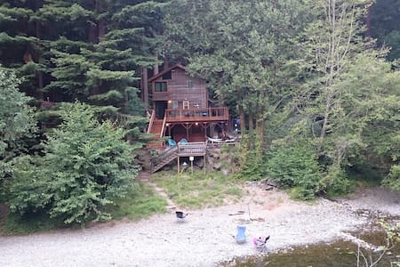 Dreamy Creekside Cabin in Redwoods - Cazadero - Huis