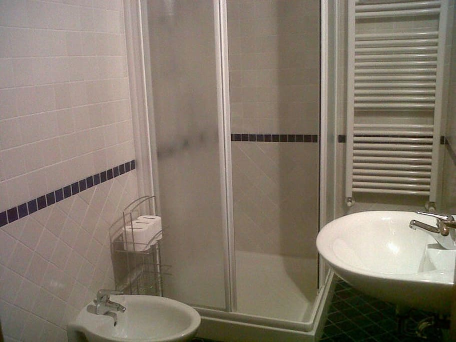 LOW COST ROOM WITH A PRIVATE BATHRO