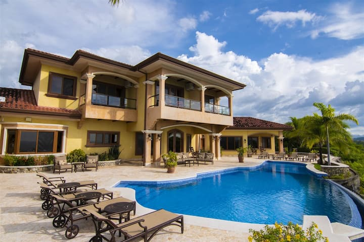 New Listing!Perfect Family Vacation with Amazing views of Playa Hermosa