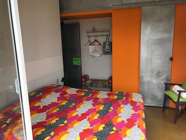 Camera matrimoniale piano primo con accesso a terrazzo