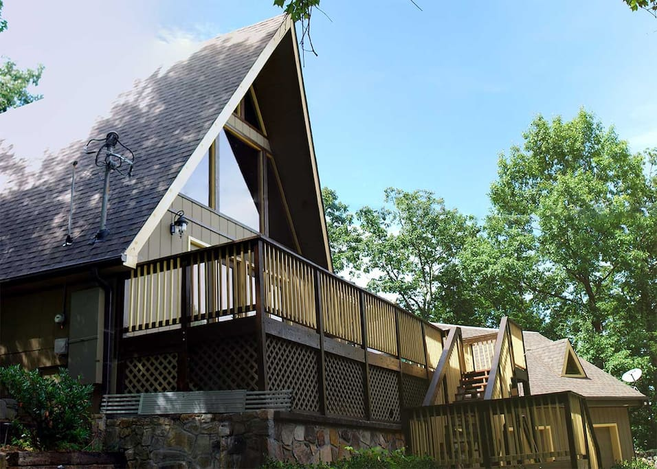 Tyrolea lodge huge cabin for large groups chalets for for Cabin rentals in gatlinburg tn for large group