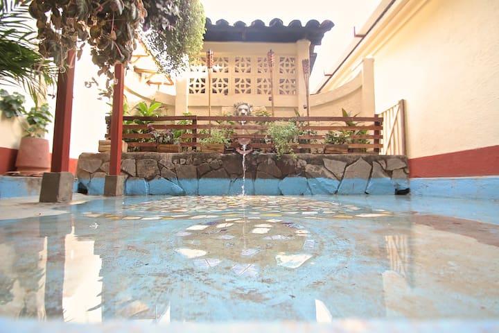 Leo Guesthouse Master Suite - Granada - Casa