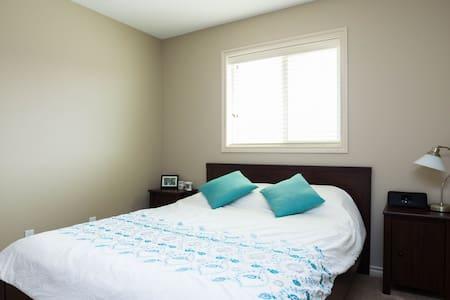 Private Queen Room in NE Edmonton - Edmonton