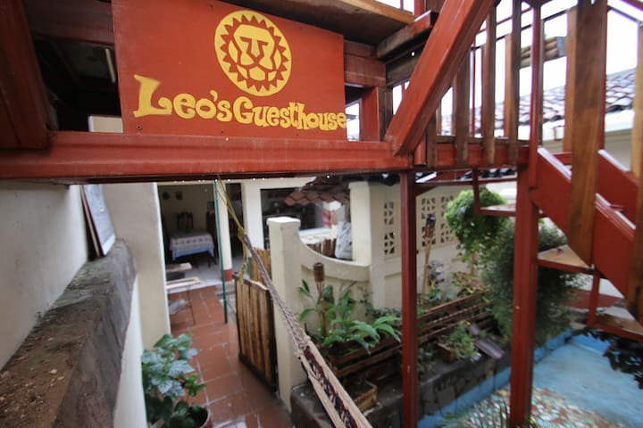 Leo Guesthouse Double Room - Granada - Haus